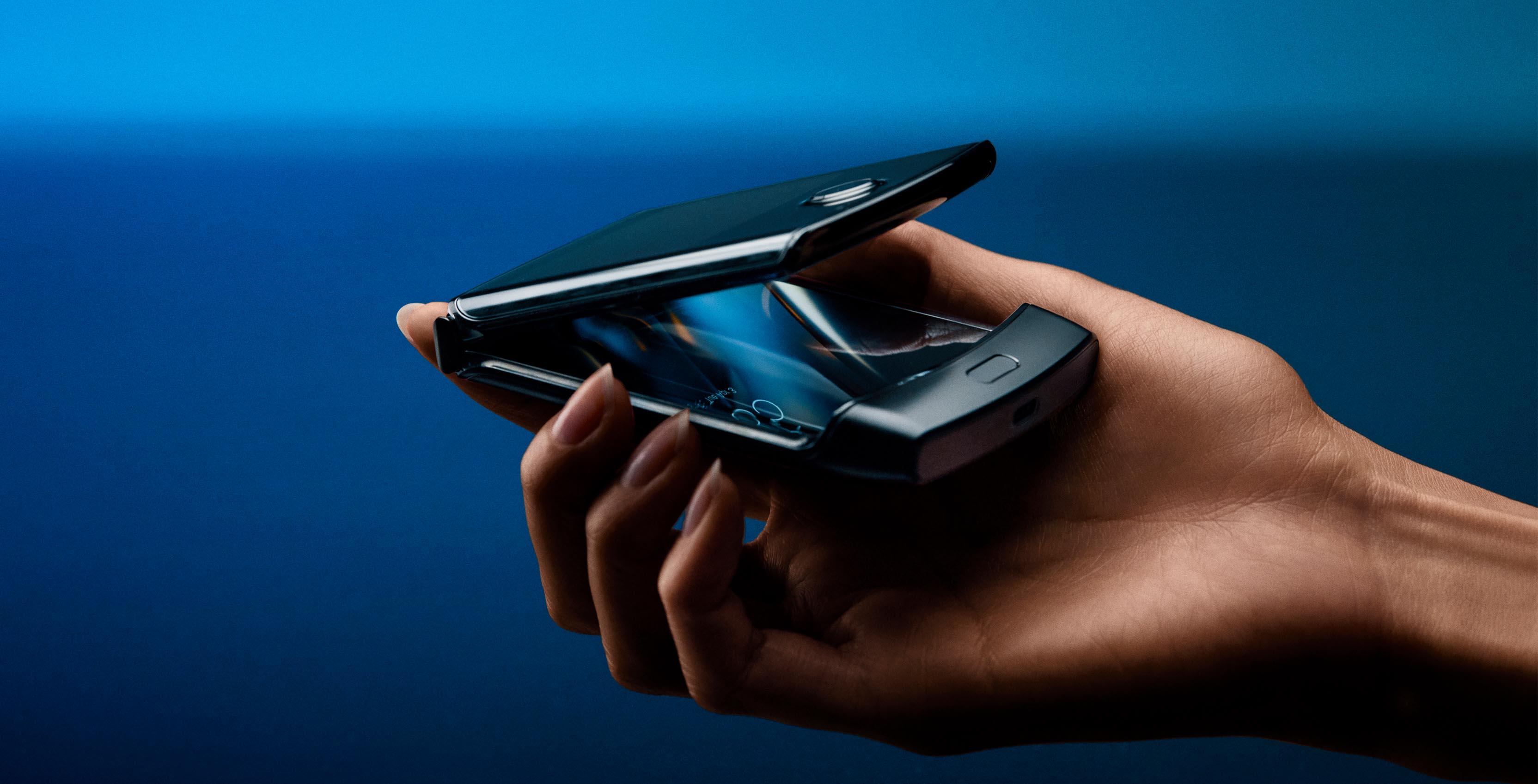 Motorolas New Razr Foldable Smartphone Is Coming To Canada