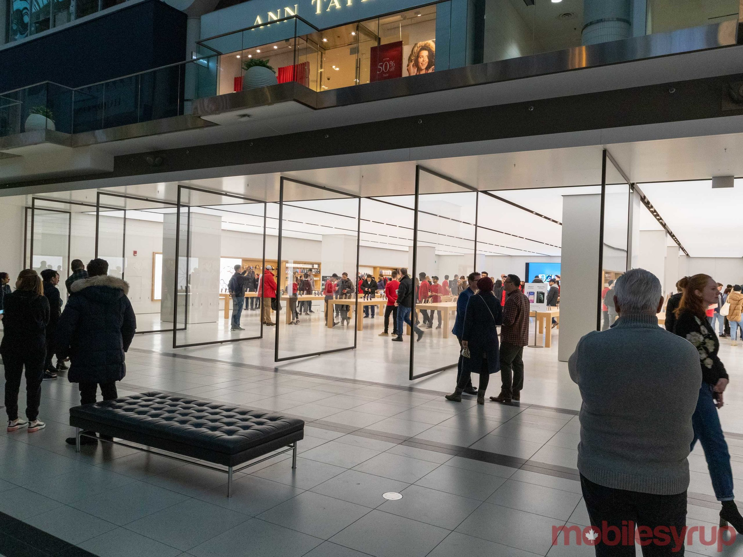 apple-store-eaton-centre-2