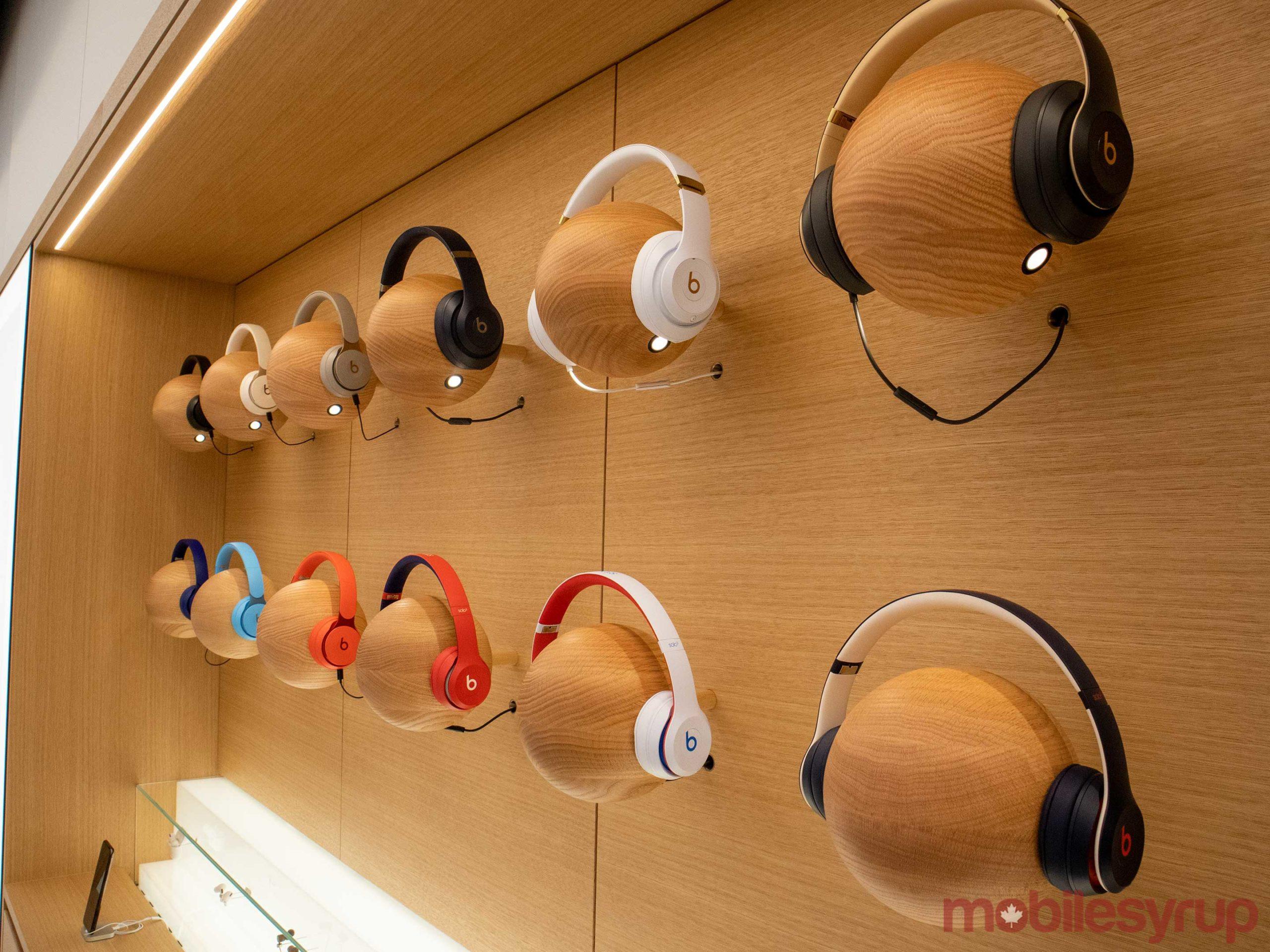 apple-store-headphones