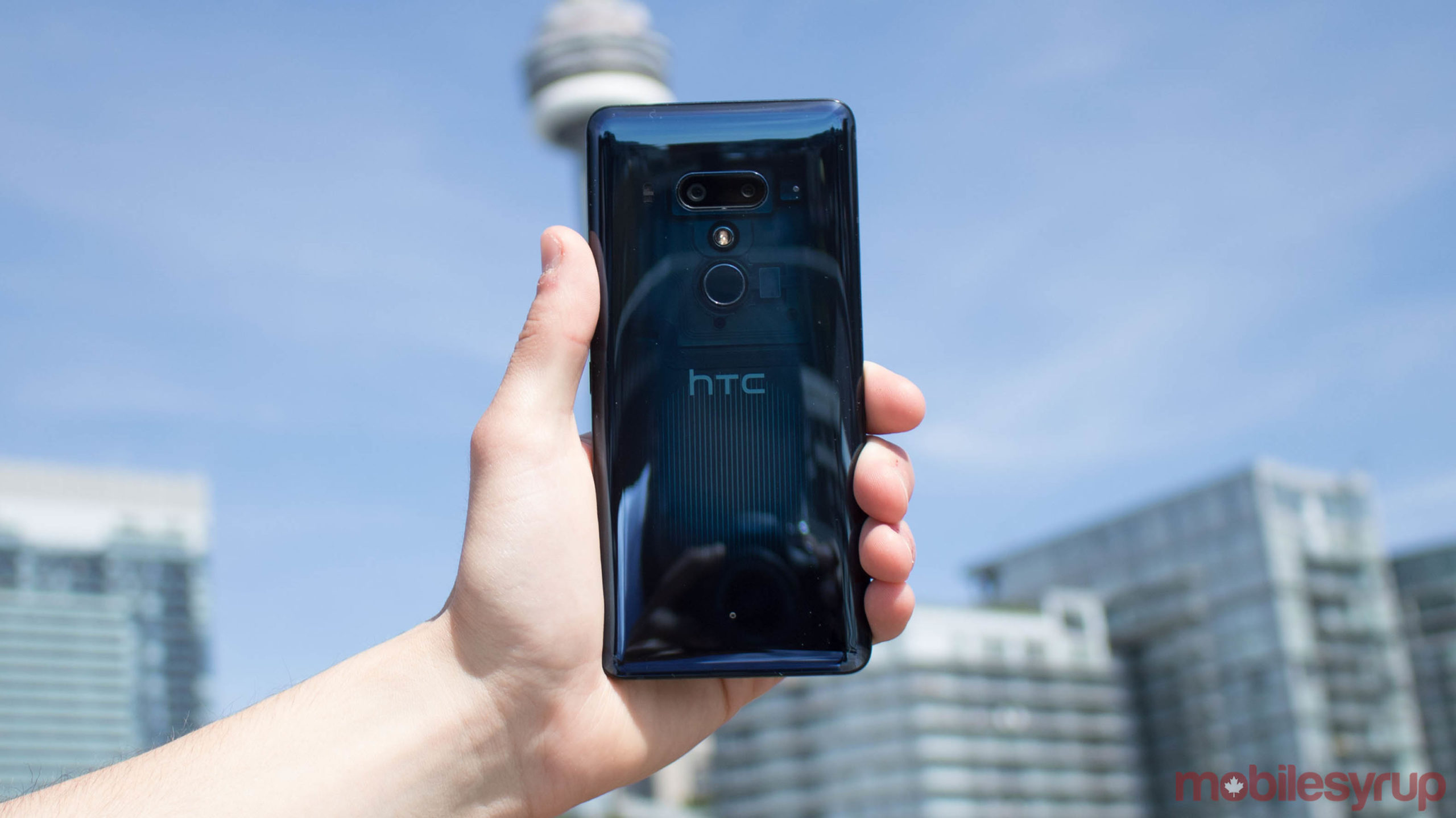 HTC U12+ back and logo