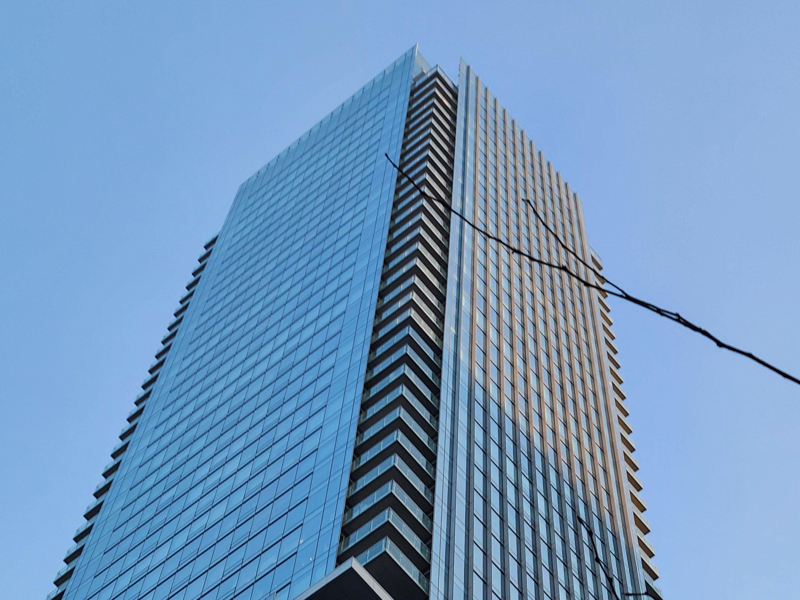 S20-building-3x-zoom