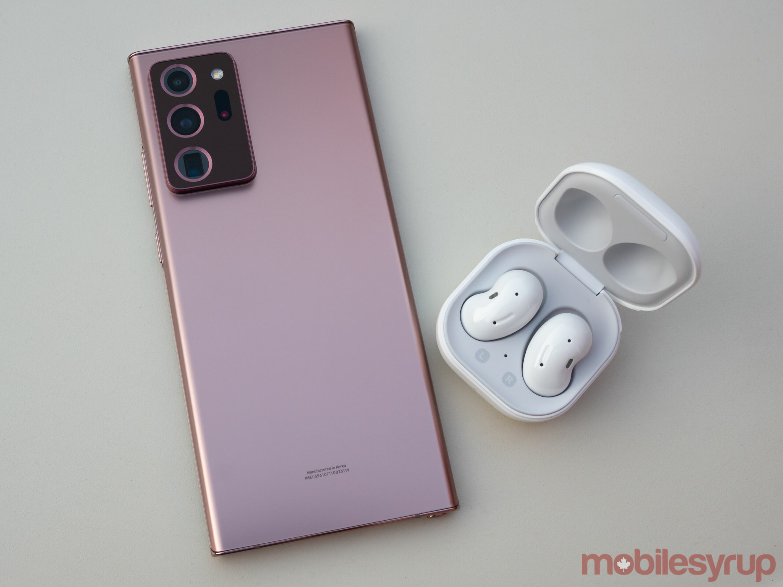 Note 20 Ultra beside Galaxy Buds Live