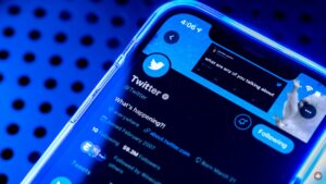 Twitter testing downvotes with select users on iPhone