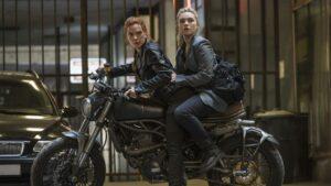 La viuda negra Scarlett Johansson y Florence Pew