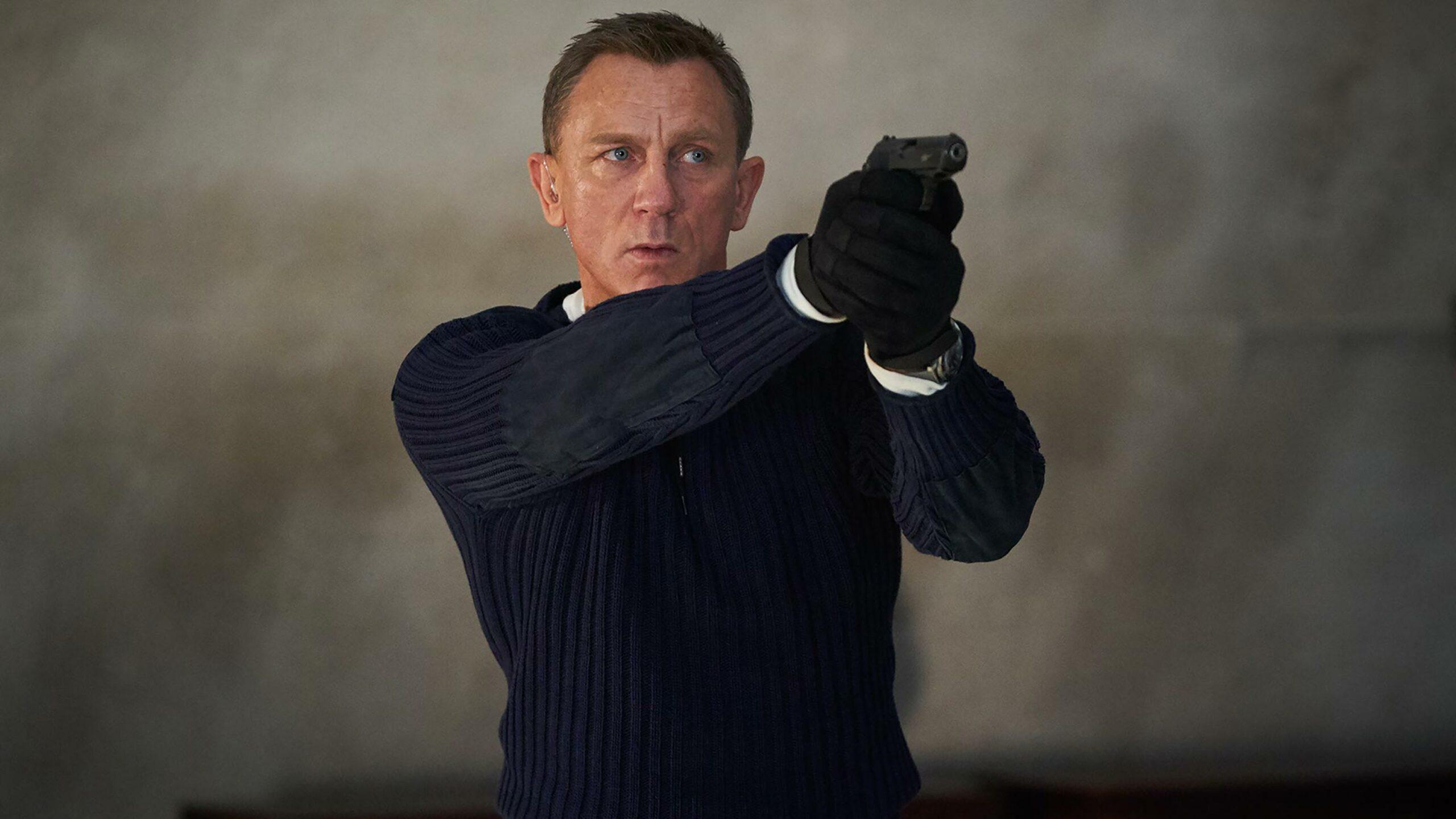 Daniel Craig with gun in No Time to Die