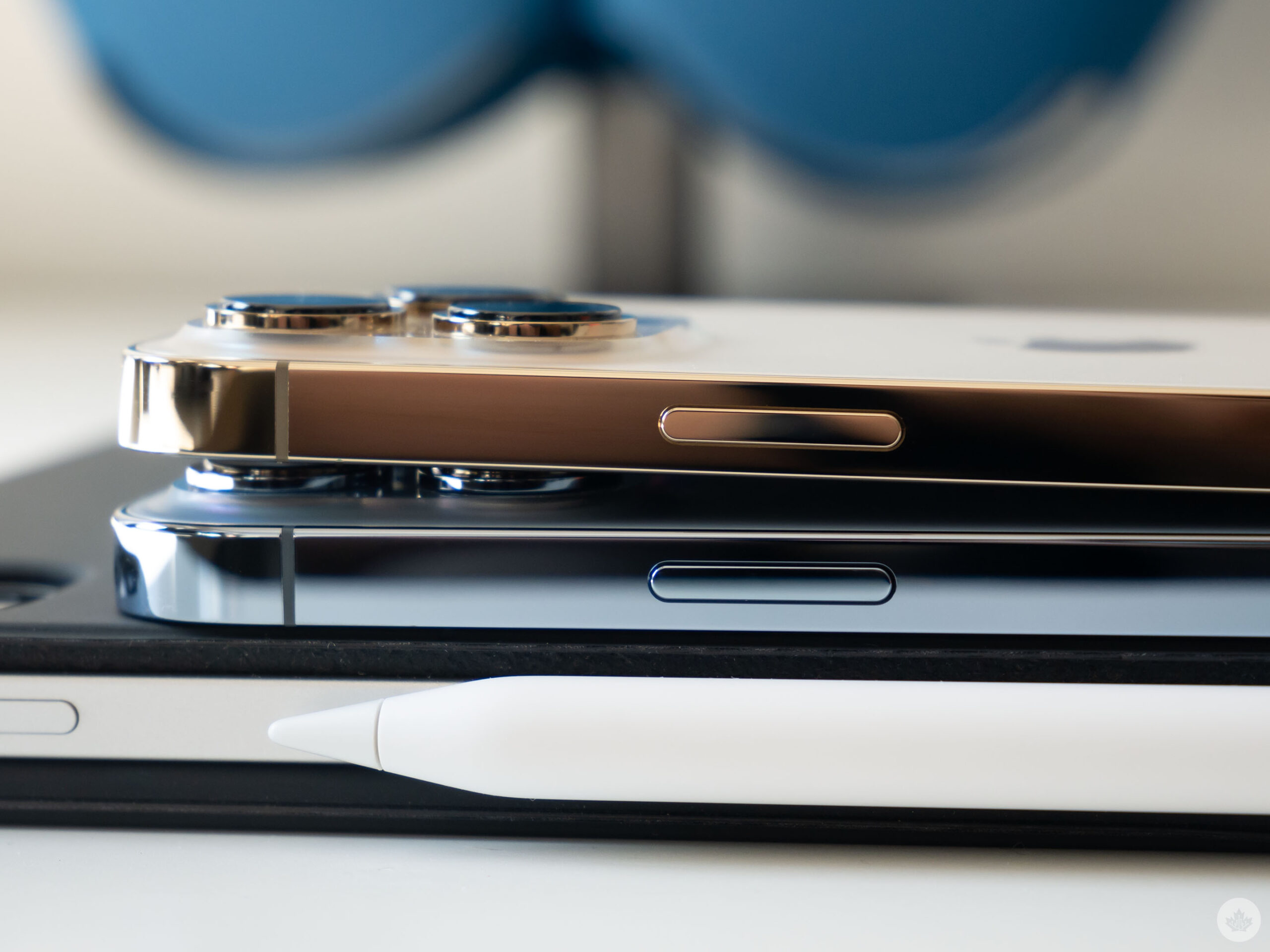 Side of the iPhone 13 Pro and iPhone 13 Pro Max